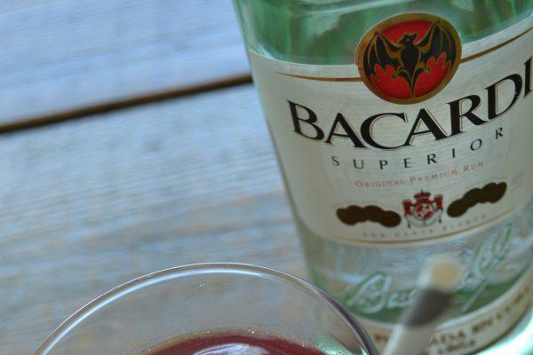 bacardi-cranberrysap-bg